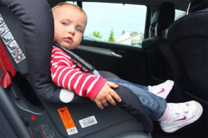 Сколько стоит штраф за перевозку детей на переднем сидении