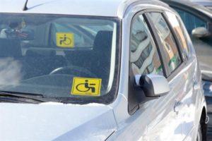 Расположение знака инвалид на стекле автомобиля пдд для казахстана 2020