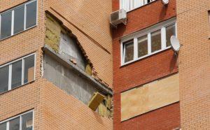 Разрушение панельной стены