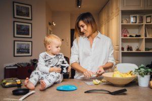 Как выписать женщину с ребенокм