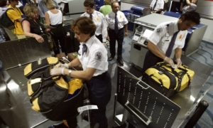 Как в аэропорту проверяют багаж на наличие препарата