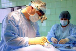 Сколько в америке получает челюстно лицевой хирург